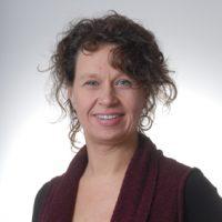 Doris Spindler ist psychoanalytisch-systemische Therapeutin, Erzieherin, Musikwissenschaftlerin und Sonderpädagogin M.A.